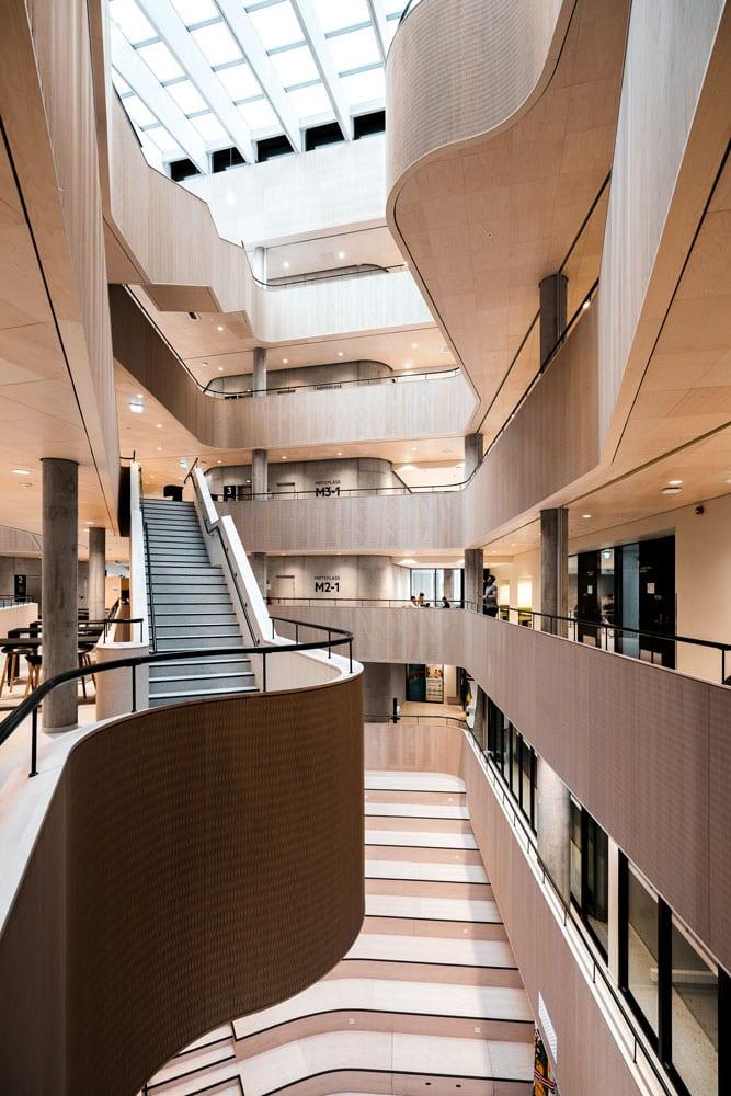 Faginnredning har produsert innredning og rekkverk til Høgskolen i Bergen.